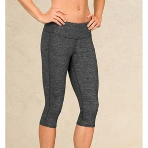 Athleta Odyssey Chaturanga Knicker Crop Leggings